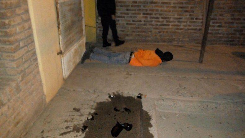 Salía de franco, descubrió a un pibe robando una casa y lo detuvo