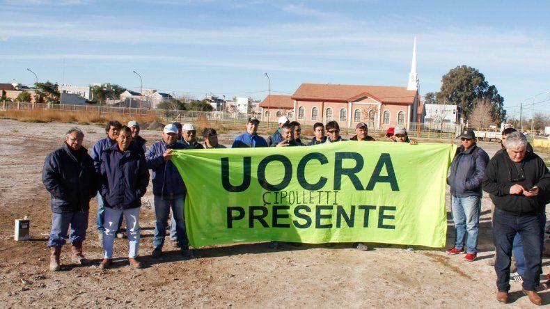 Los trabajadores de la construcción iniciaron un acampe en el predio en el que se construirá la Ciudad Judicial.