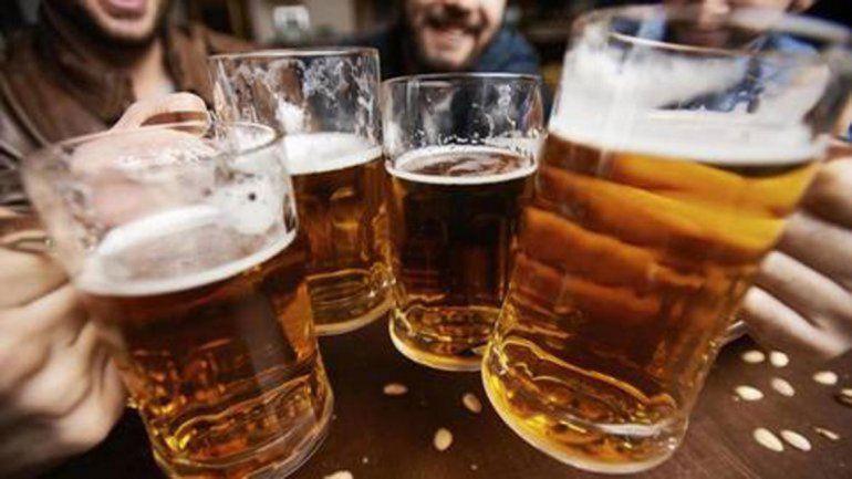 La venta de bebidas alcohólicas tiene doble carga impositiva.