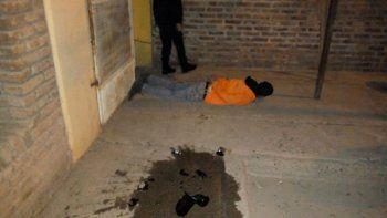 El policía, de civil, redujo al delincuente al ver que estaba robando.