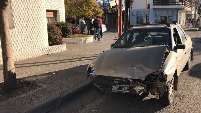 Un auto giró en U y provocó un tremendo choque
