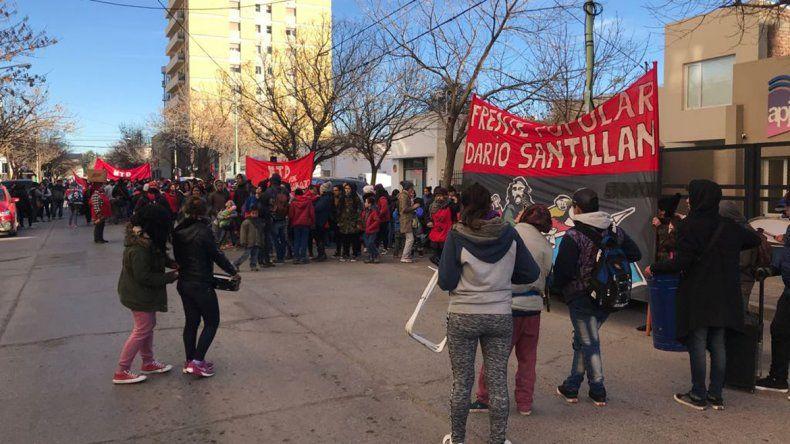 Marchan al Municipio para reclamar la entrega de leña
