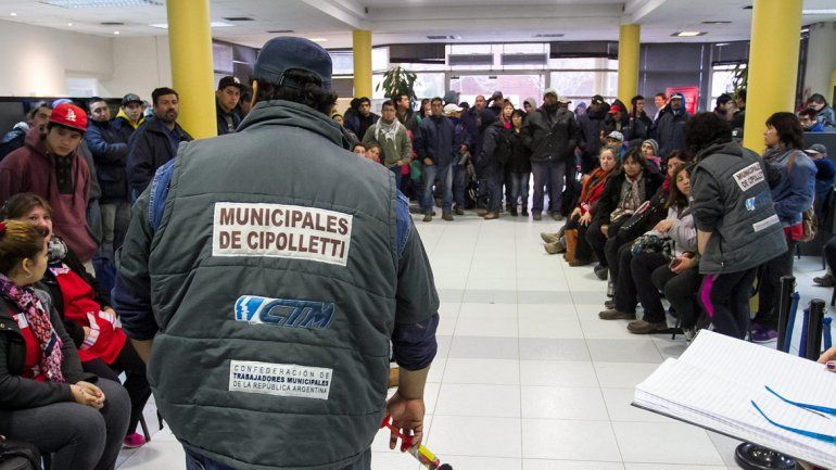 Los tiempos de tensión en el Municipio pueden regresar pronto si es que no surge un nuevo acuerdo del Ejecutivo con los sindicatos de la comuna.
