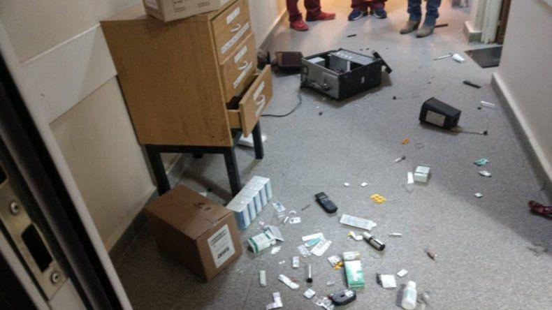 Un joven de 19 años entró al hospital, rompió todo y agredió al personal