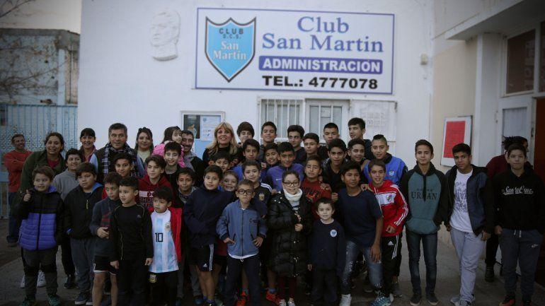 Teté Coustarot encabezó el acto de la donación de Edersa al Club San Martín.