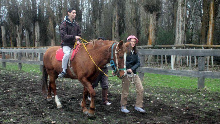 La terapia con caballos es utilizada en personas con discapacidad.