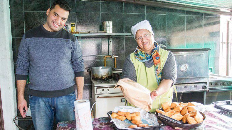 Generando Futuro vende tortas fritas y panes caseros para juntar fondos y seguir con su misión solidaria.