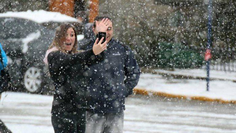 Bariloche amaneció cubierta de blanco por una intensa nevada otoñal