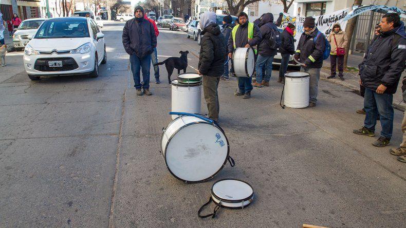 Los trabajadores municipales han efectuado varias protestas en lo que va de la actual gestión. Ahora