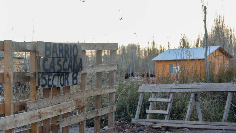 Los grupos familiares más humildes del asentamiento están sufriendo mucho el creciente enfriamiento de la atmósfera y la cercanía del invierno.