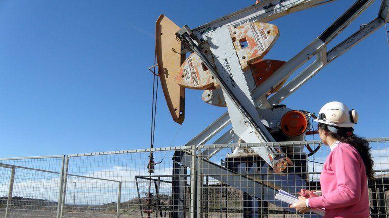 Trabajo busca evitar el despido de petroleros