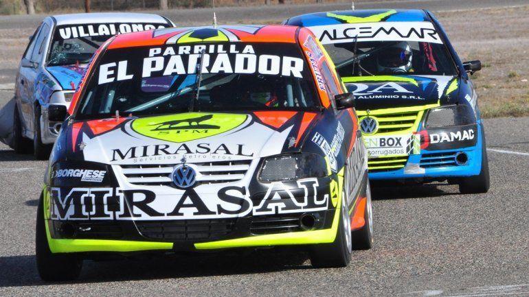 García encabezó la fila de la Gol con el mismo auto que ocupaba Crespo.