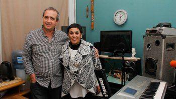 Roberto Rey, impulsor de la emisora, y Noemí Bascur, que la respalda.