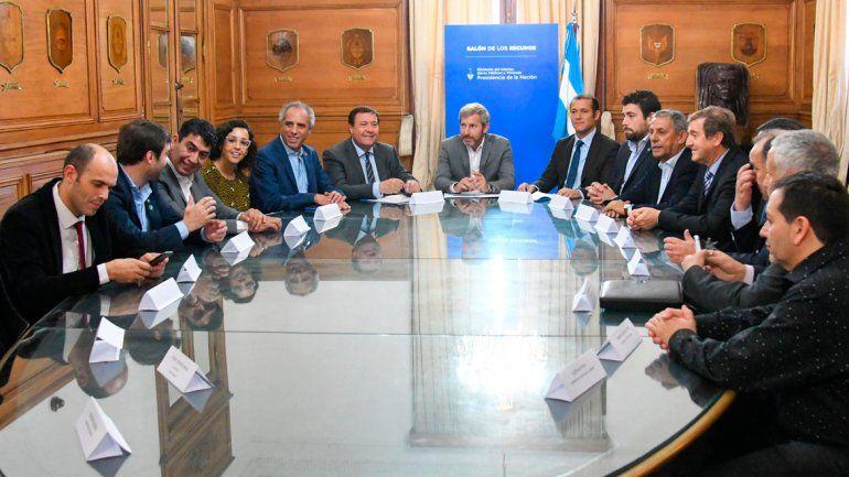 El acuerdo fue firmado por 12 intendentes de la Confluencia y los gobernadores de Río Negro y Neuquén.