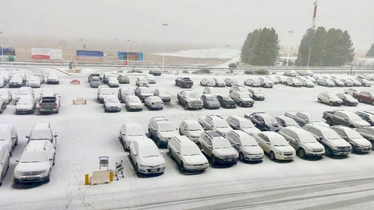 Una tormenta de nieve azotó a la ciudad de Bariloche