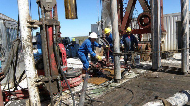 Tensión por los despidos en el sector petrolero