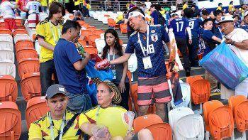 Hinchas de japón y Senegal limpiaron las tribunas