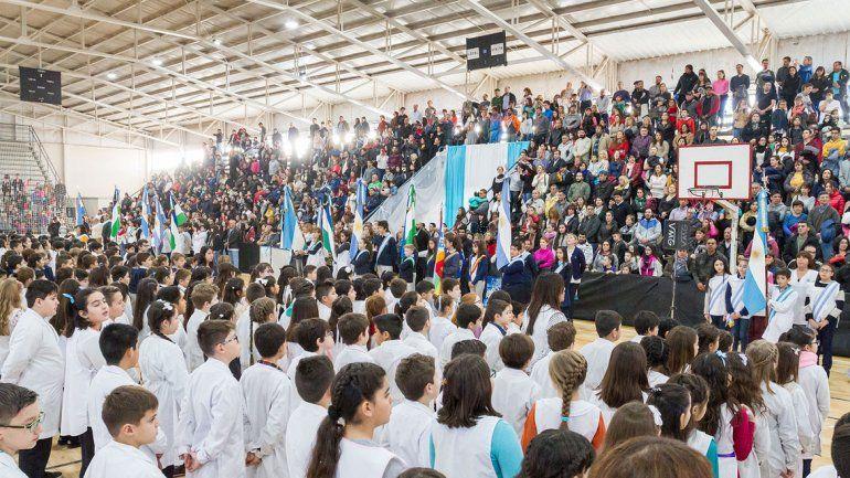 El acto central por el Día de la Bandera se realizó en el Estadio Municipal de calle Naciones Unidas.