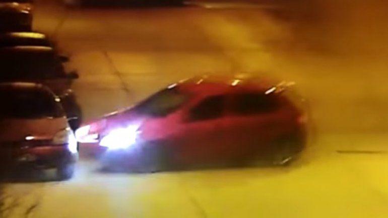 Mirá el video completo del recorrido del auto que chocó y destrozó locales en La Esmeralda