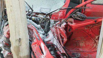 El auto quedó destrozado contra un comercio, en La Esmeralda y Colombia.