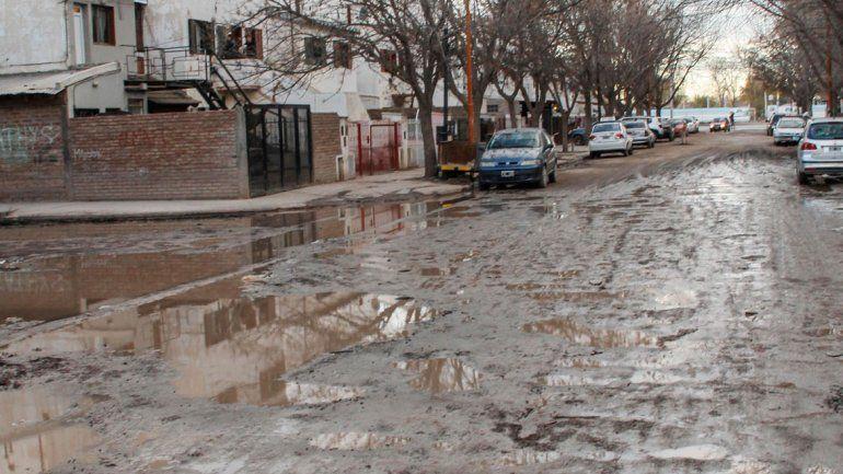 El deterioro de las calles es una constante histórica en Cipolletti.