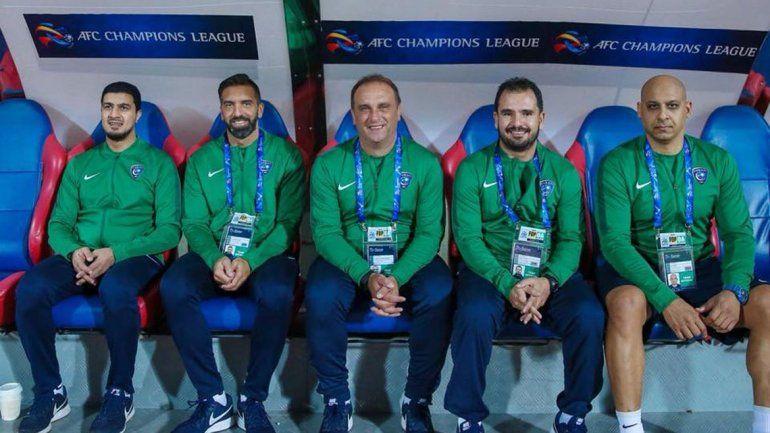 En Arabia, Leo Squadrone (centro) trabajó junto con Lorenzo Frutos en las inferiores juveniles del club Al Hilla durante dos temporadas.