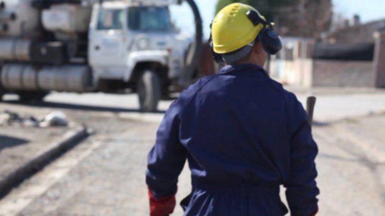 Amenazó con un arma a un trabajador de Aguas Rionegrinas para que dejara de hacer ruido
