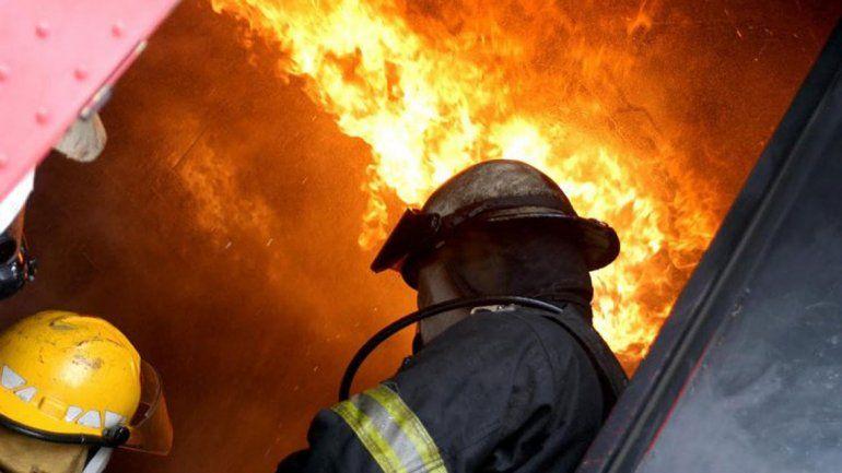 No se sabe cómo se desató el incendio. No había nadie en la casa.