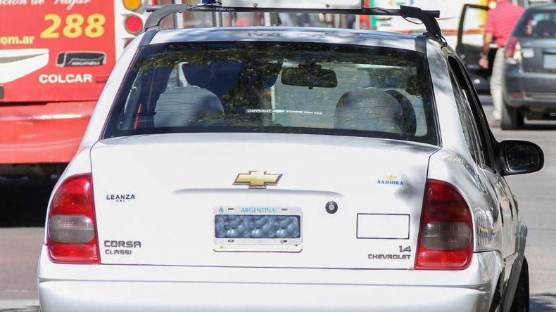 El taxista acosador se rapó la cabeza y escapó de la ciudad.