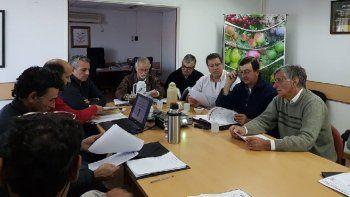 Productores, empresarios, representantes de la Universidad Nacional del Comahue y autoridades de la Secretaría de Fruticultura se reunieron en Allen.
