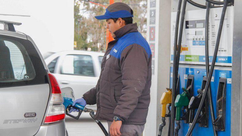 Las estaciones de servicio cipoleñas ya cobran más cara la nafta.