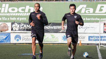 Jara y Valente, dos jugadores a los que se les terminó el contrato y la negociación no arrancó sencilla. El Vasco viene de recuperarse de una lesión de rodilla.