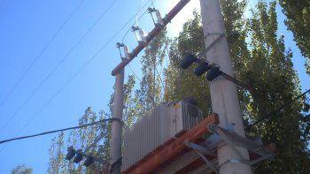 Las obras eléctricas se están concretando en el paraje Las Perlas.