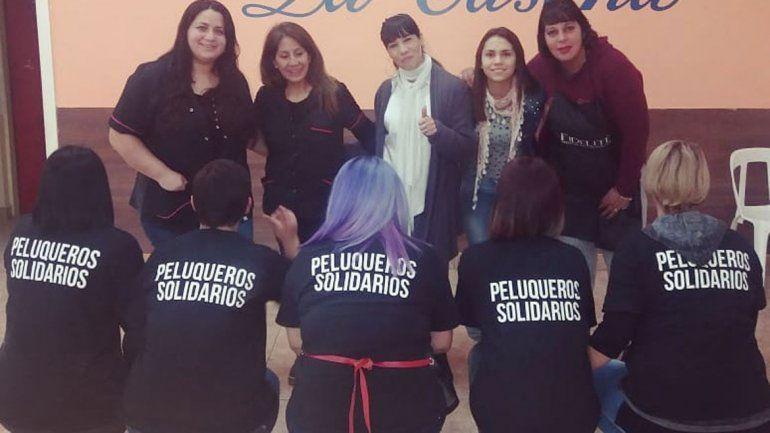 Peluqueras solidarias de diversas ciudades de la región participaron de la actividad en el salón La Casona