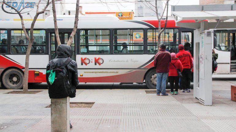 La salvaje agresión contra la adolescente ocurrió en las garitas del colectivo de plaza San Martín