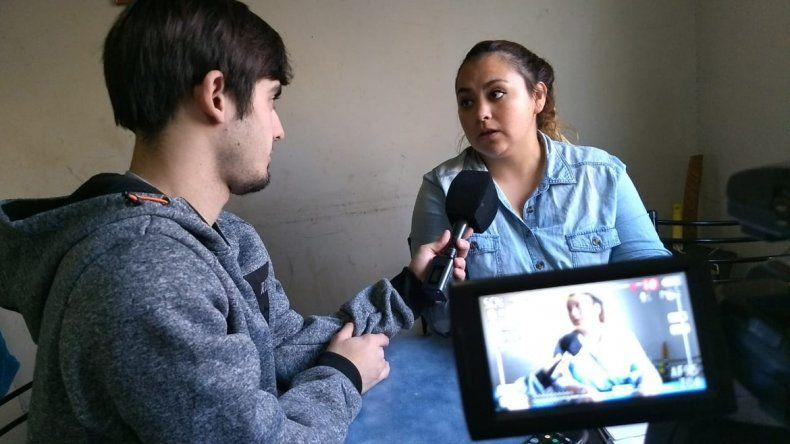 El youtuber Agustín Sohn acompañó a la mamá del nene acosado en la Primaria 338