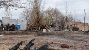 Tras el incendio, no quedó nada de la casa de Susana y su pequeño hijo.