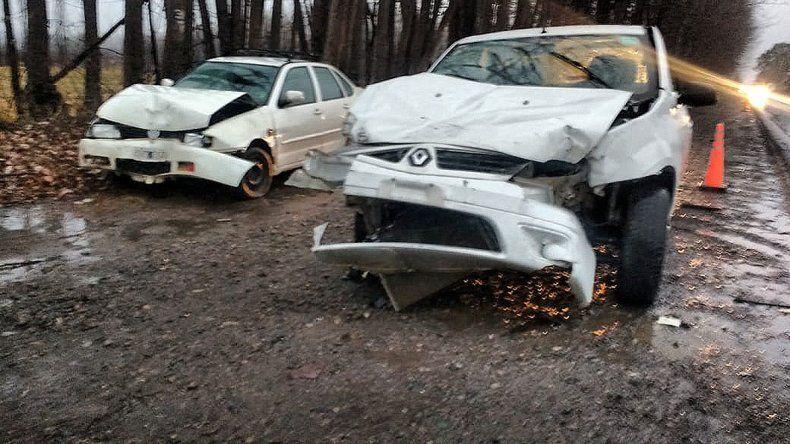 Chocó a un camión y un auto en la Ruta 151 y se salvó de milagro