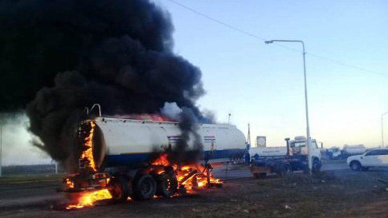 Incendiaron un camión durante una protesta en Catriel