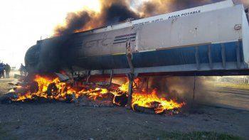 Los trabajadores quemaron el tanque de un camión de Gabino Correa.