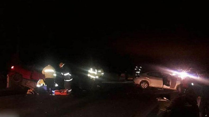 Los vehículos quedaron destruidos tras el violento impacto.
