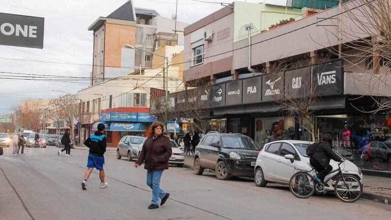 En el comercio local buscan alternativas para interesar más a los clientes.