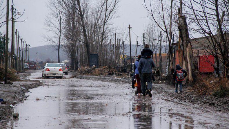 La lluvia volvió intransitables muchos barrios cipoleños