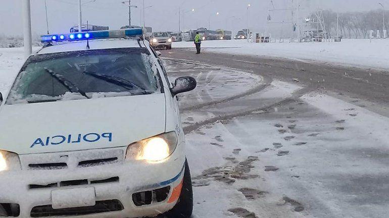 Suspendieron el servicio de colectivos hacia la cordillera por la nieve