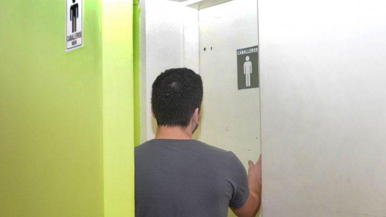 Baño libre para los vecinos con problemas intestinales