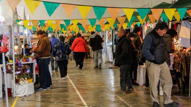 Los puestos se mostraron bien preparados para que los visitantes pudieran apreciar e interesarse en sus productos.