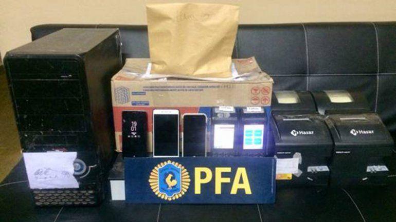 En los operativos hubo un detenido y la Policía Federal secuestró más de 500 mil pesos. Los locales fueron clausurados.
