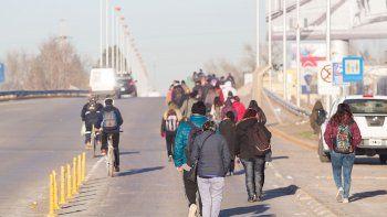 El sindicato estuvo tres horas en los puentes y hubo caos vehicular. También hubo cortes en Roca y Regina.