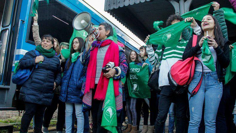 Marchan por el aborto legal y Santiago Maldonado
