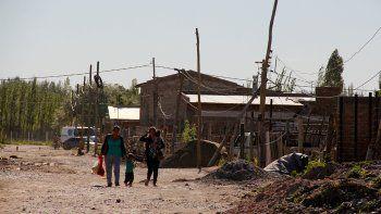 la muni debate como llevar servicios a los asentamientos